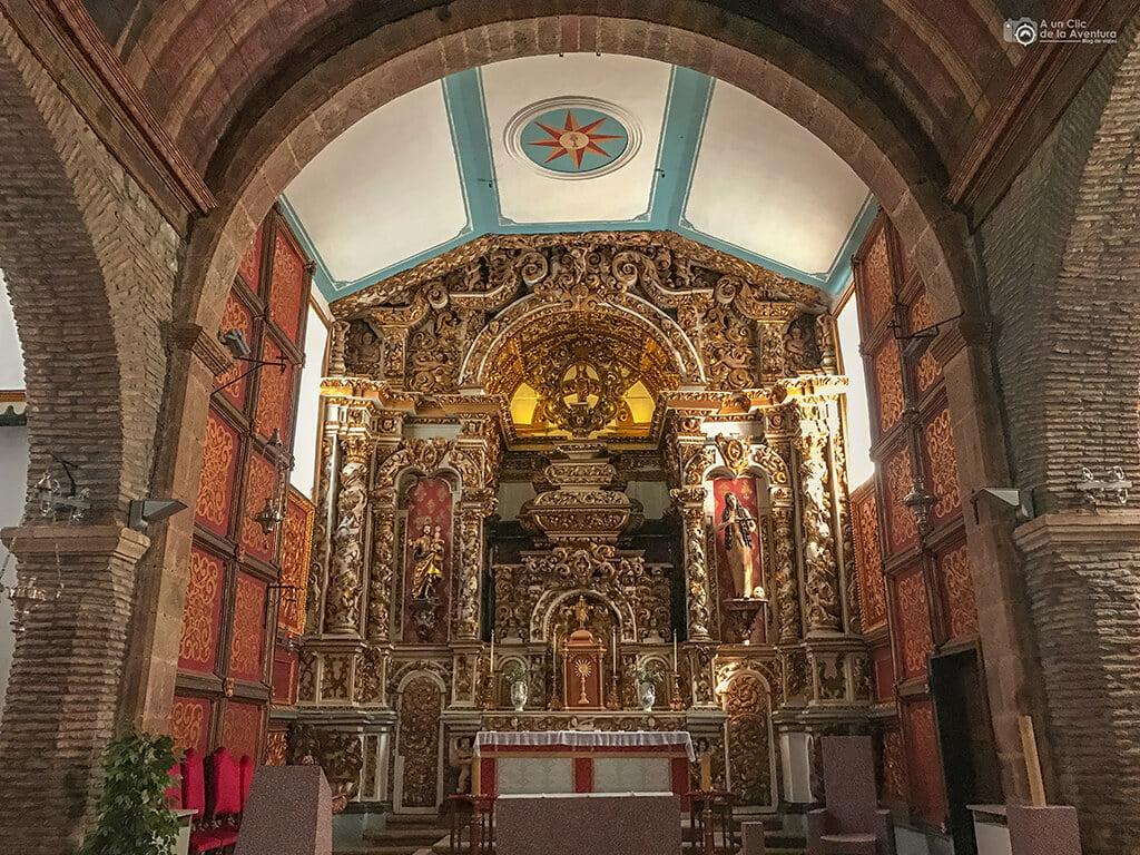 Interior de la iglesia de Santa María de Braganza