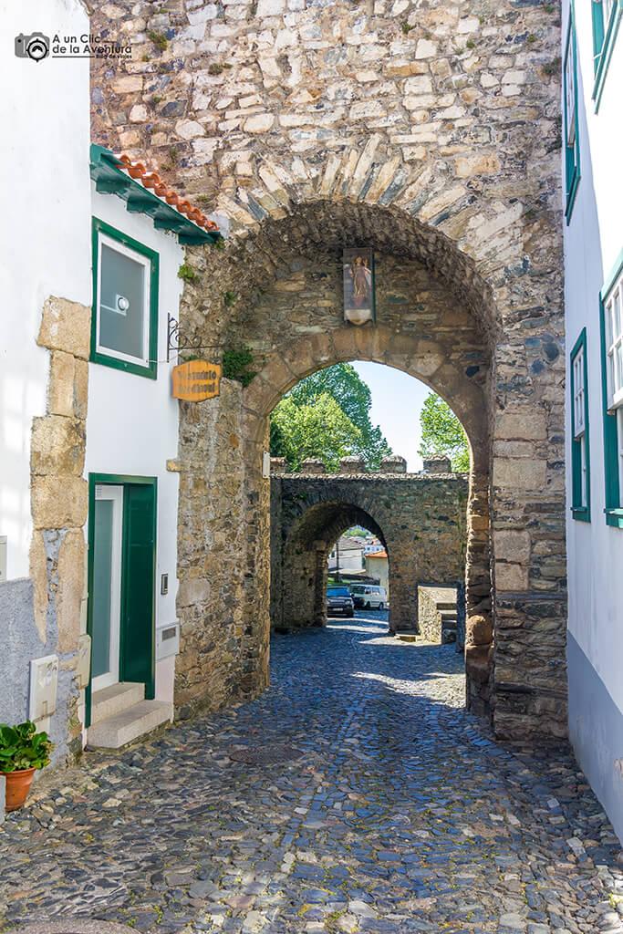 Puerta de San Antonio en Braganza