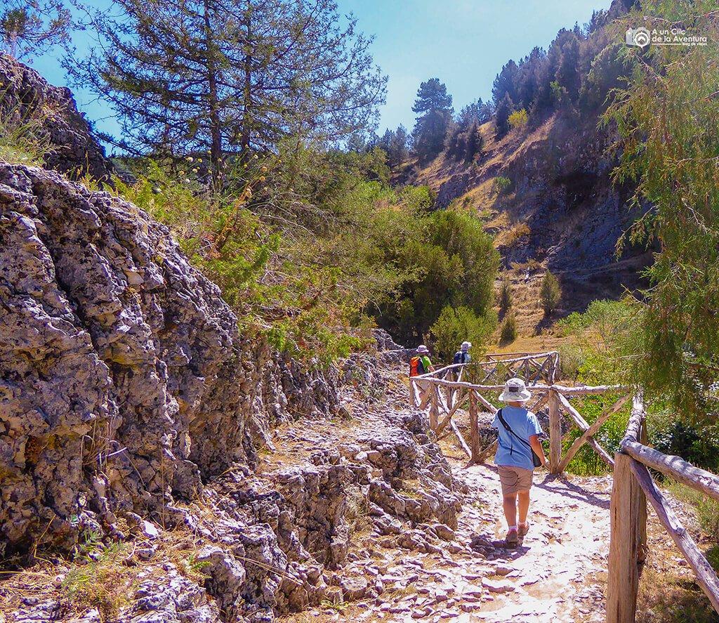 Ruta del Cañón del Río Lobos llegando a la ermita