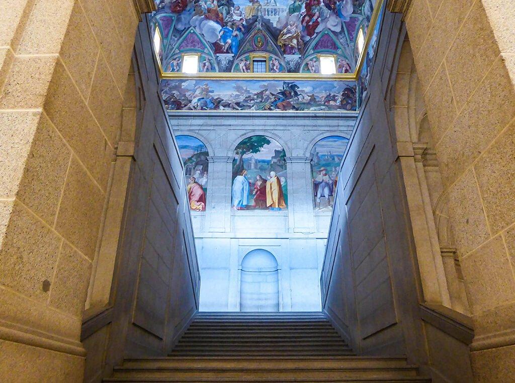 Escalera del claustro, El Escorial