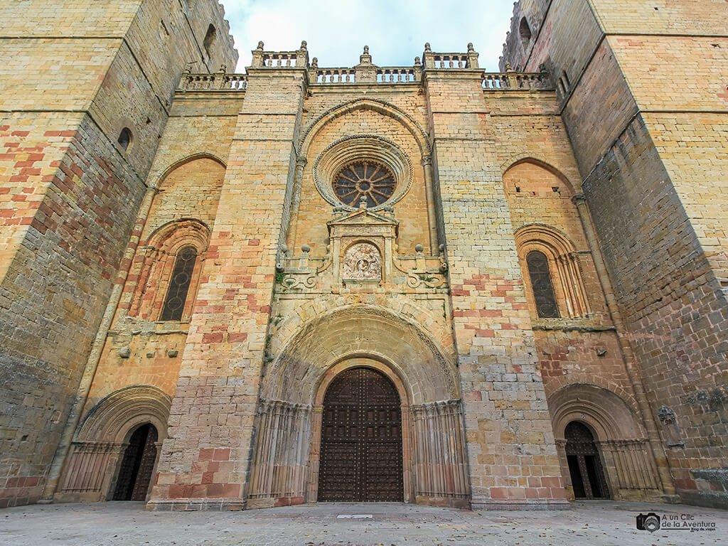 Fachada principal de la Catedral de Sigüenza