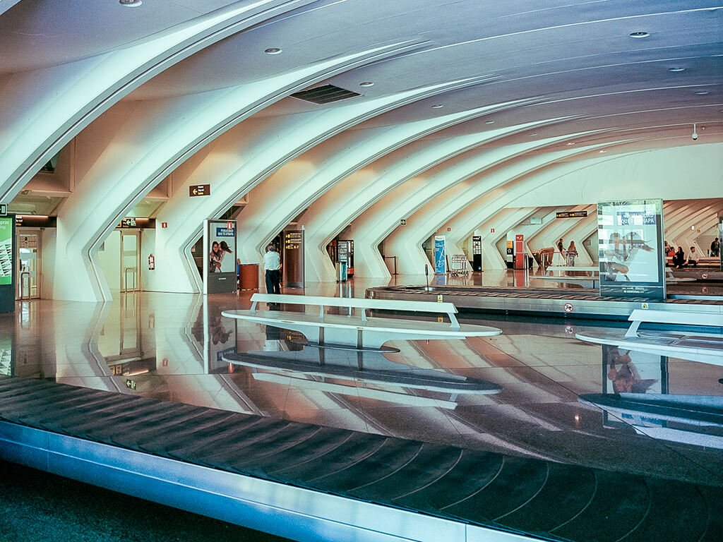 Interior de la terminal del aeropuerto de Loiu