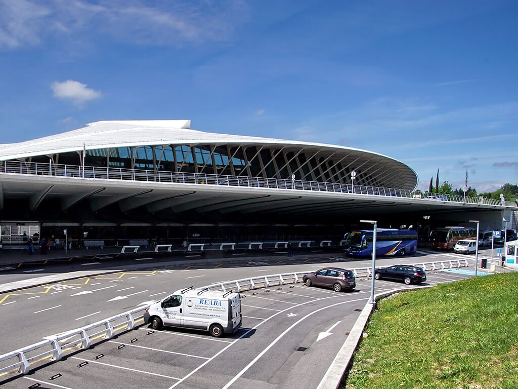 Parking del aeropuerto de Bilbao