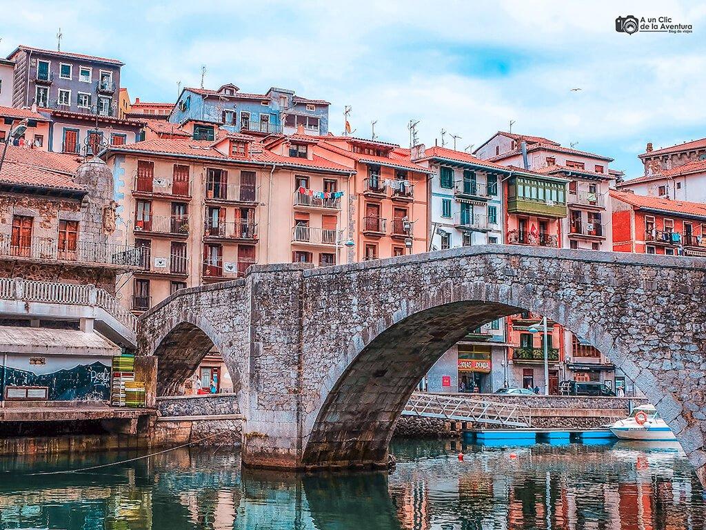 El Puente Viejo de Ondarroa - costa vasca