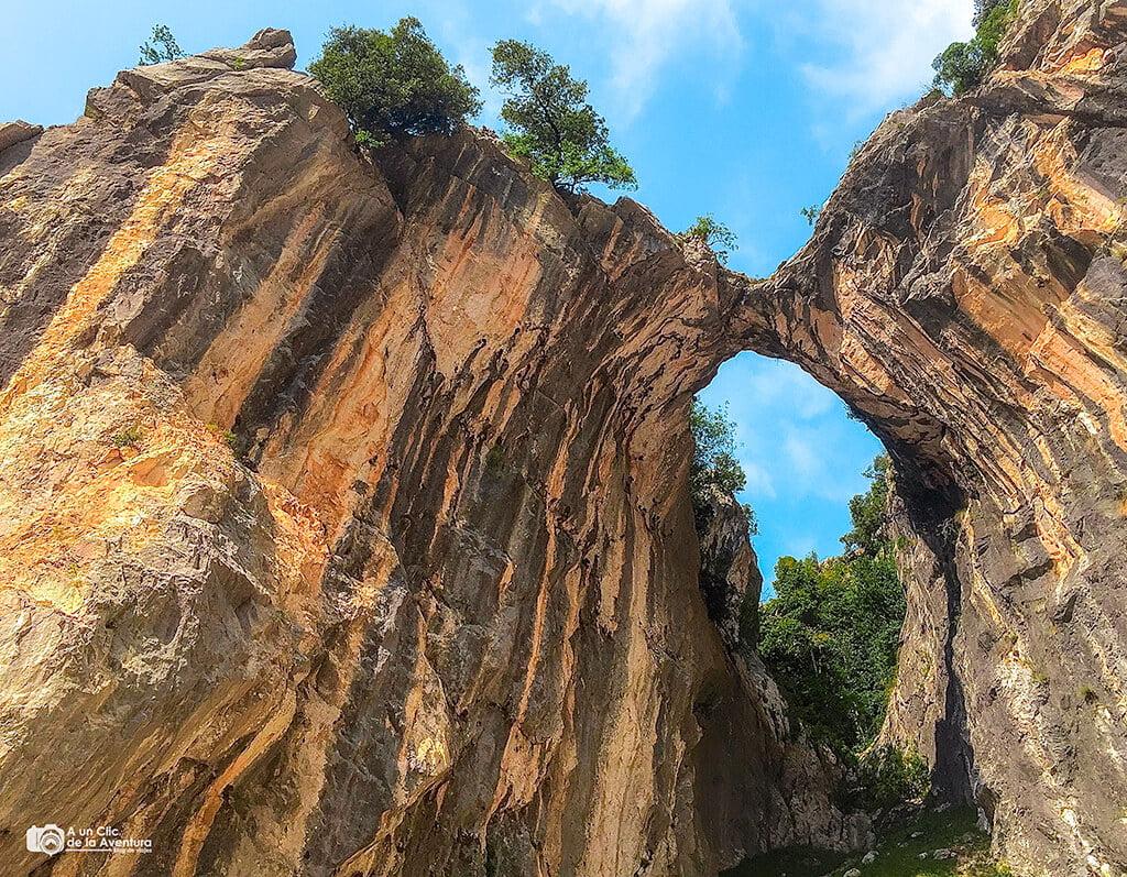 Arco en la ruta del Cares