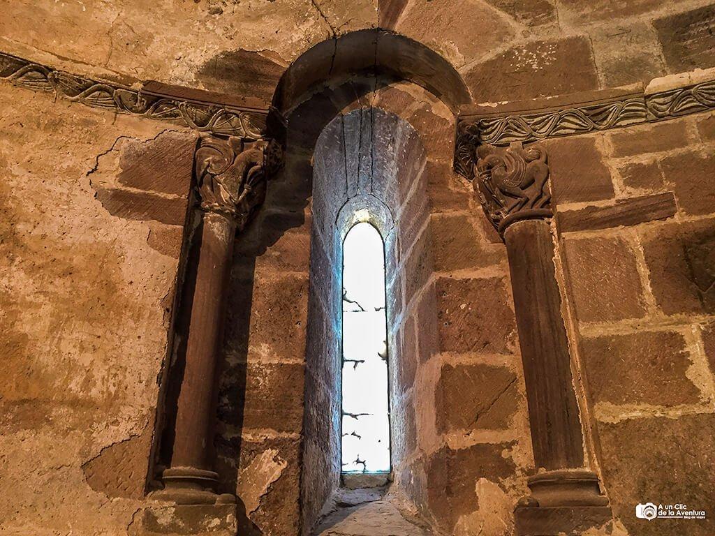 Interior de la Iglesia de San Miguel de Neila
