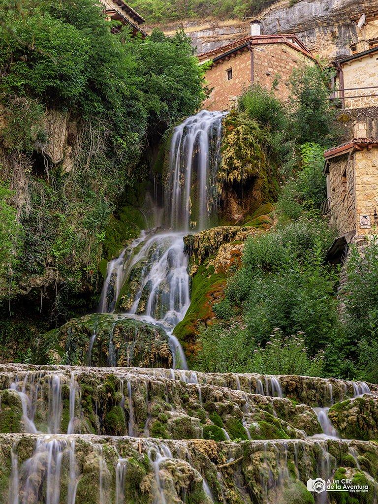 Cascada de Orbaneja del Castillo en verano