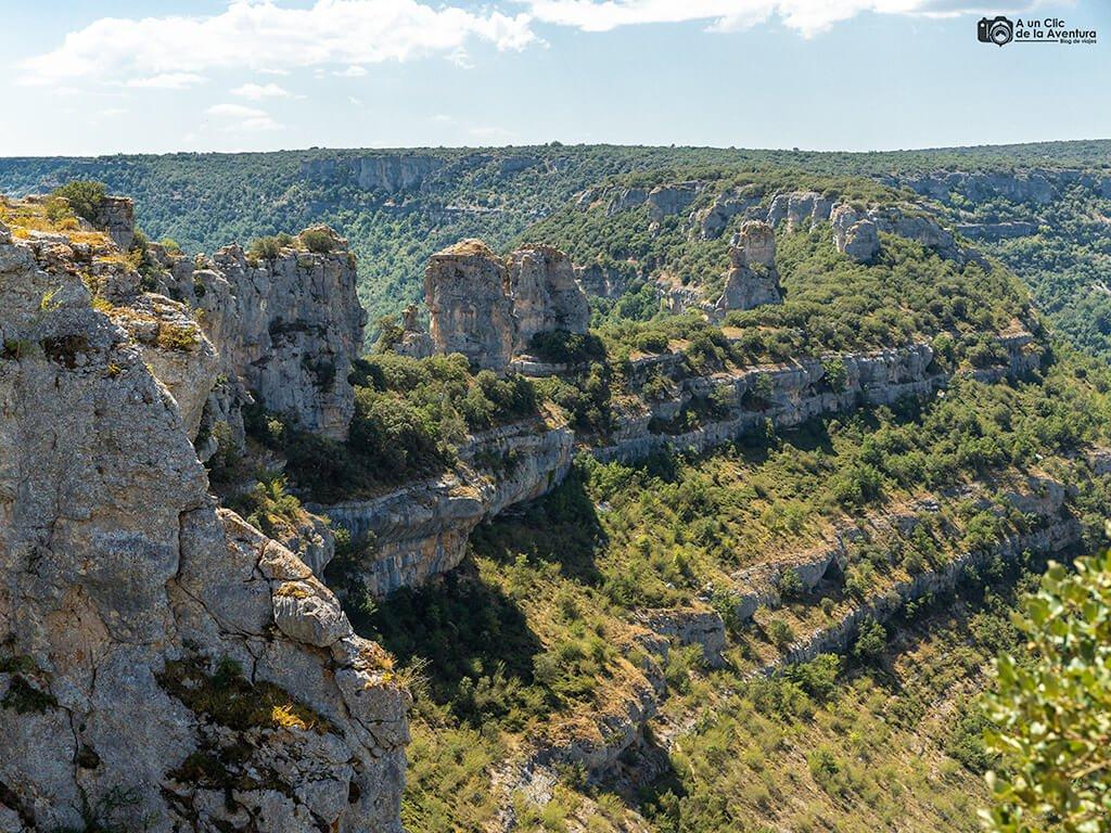 Formaciones rocosas del Castillo frente a Orbaneja del Castillo