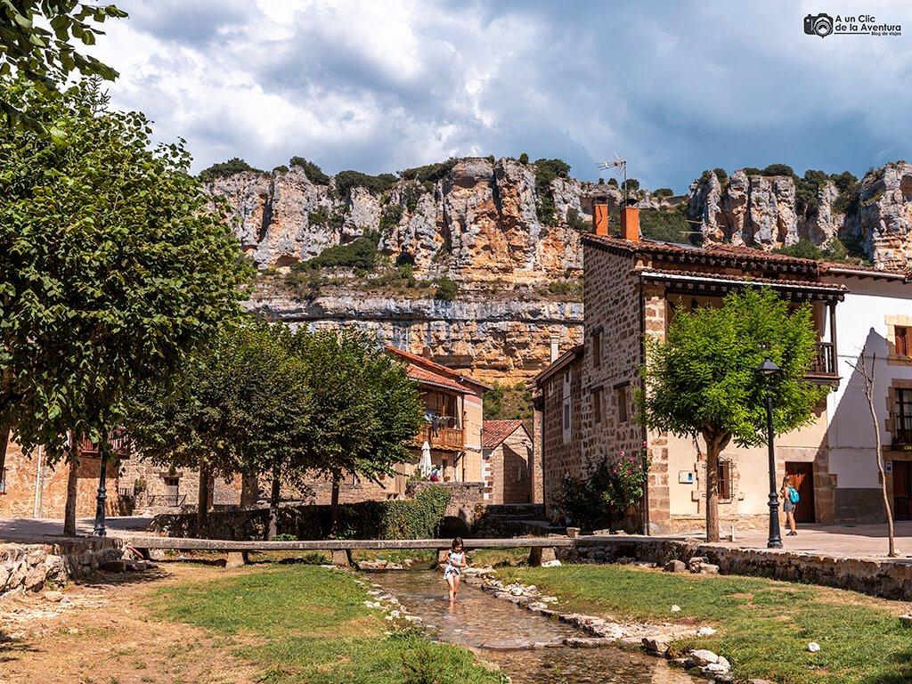 Plaza de Orbaneja del Castillo