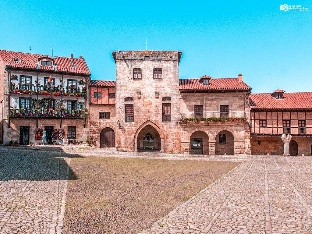 Plaza Mayor de Santillana del Mar, uno de los pueblos más bonitos de Cantabria