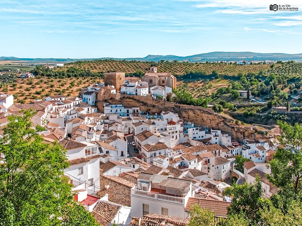 Setenil de las Bodegas, uno de los pueblos blancos de Andalucía