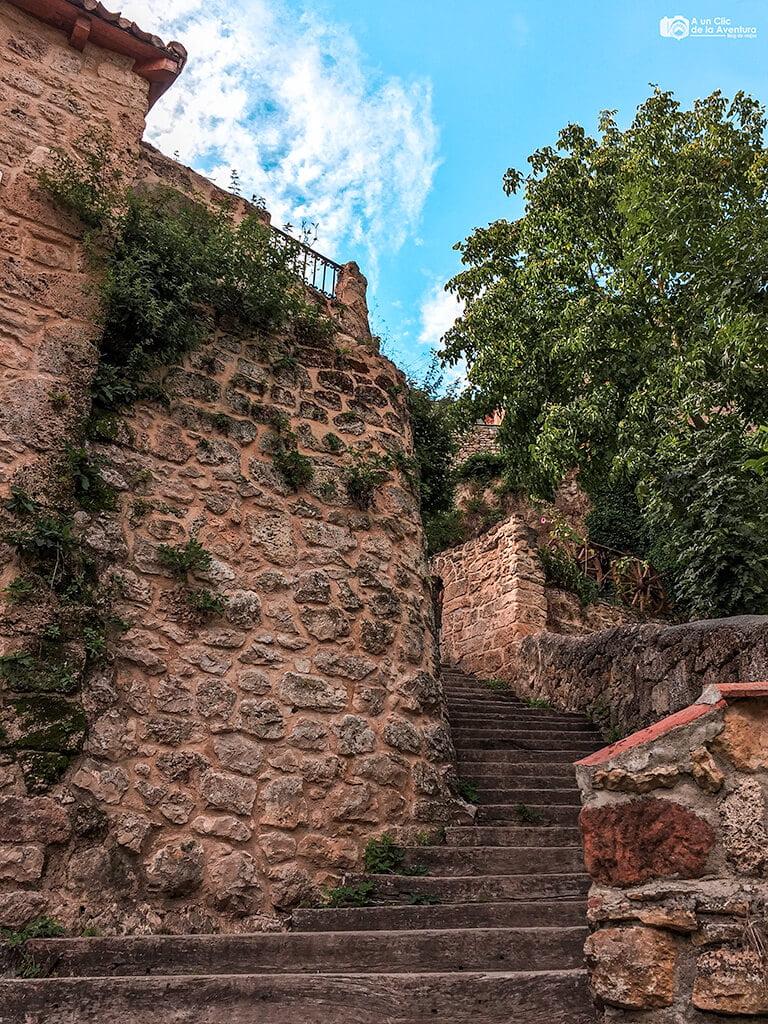 Escalera de subida a Orbaneja del Castillo