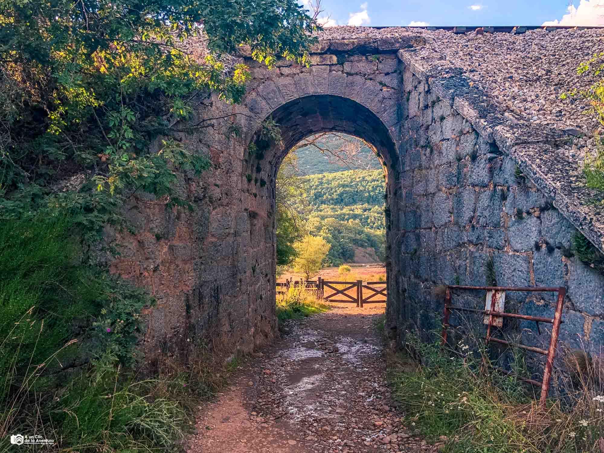 Puente de ferrocarril en la ruta a la Tejeda de Tosande