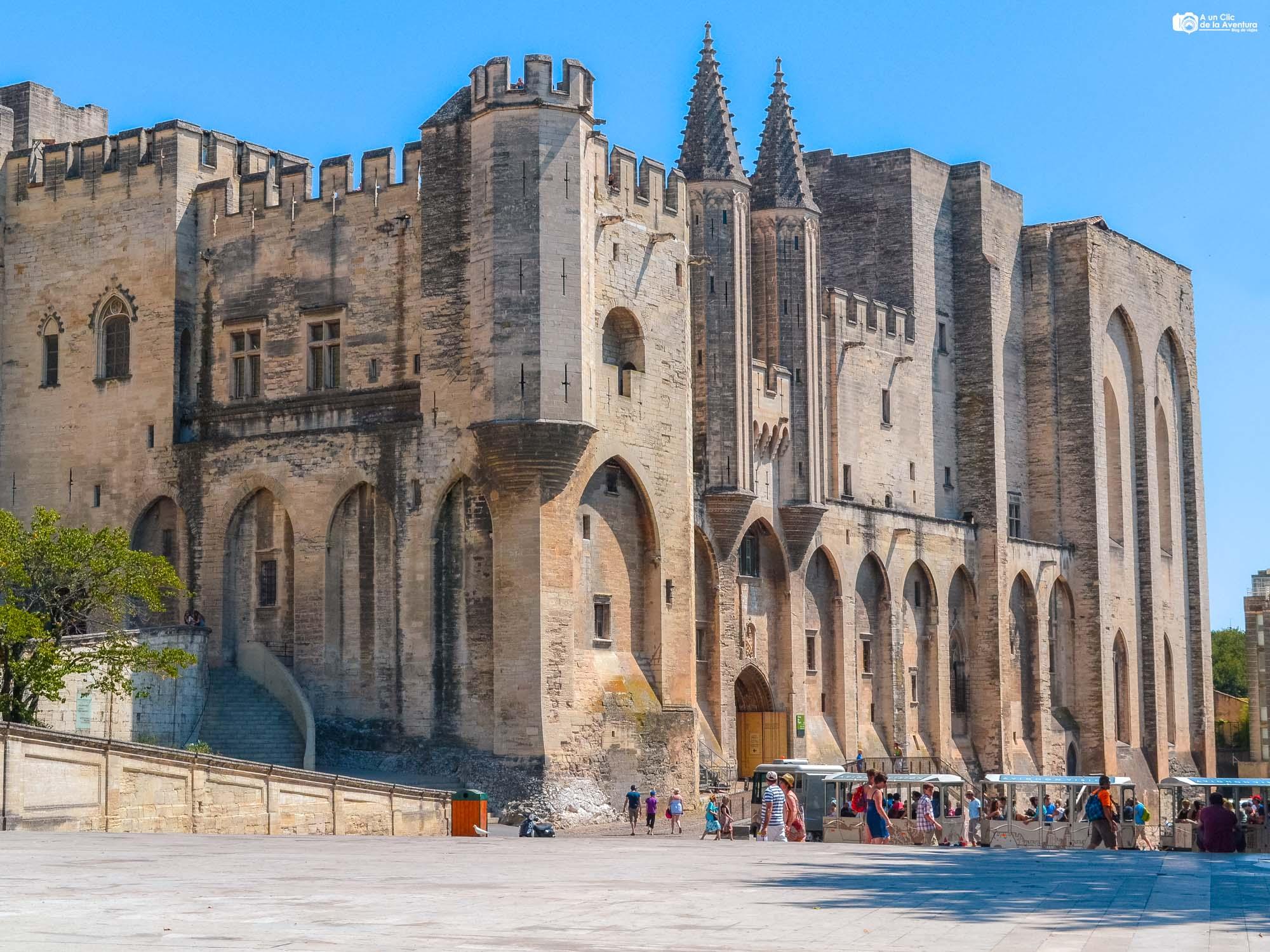 Exterior del Palacio de los Papas de Aviñón