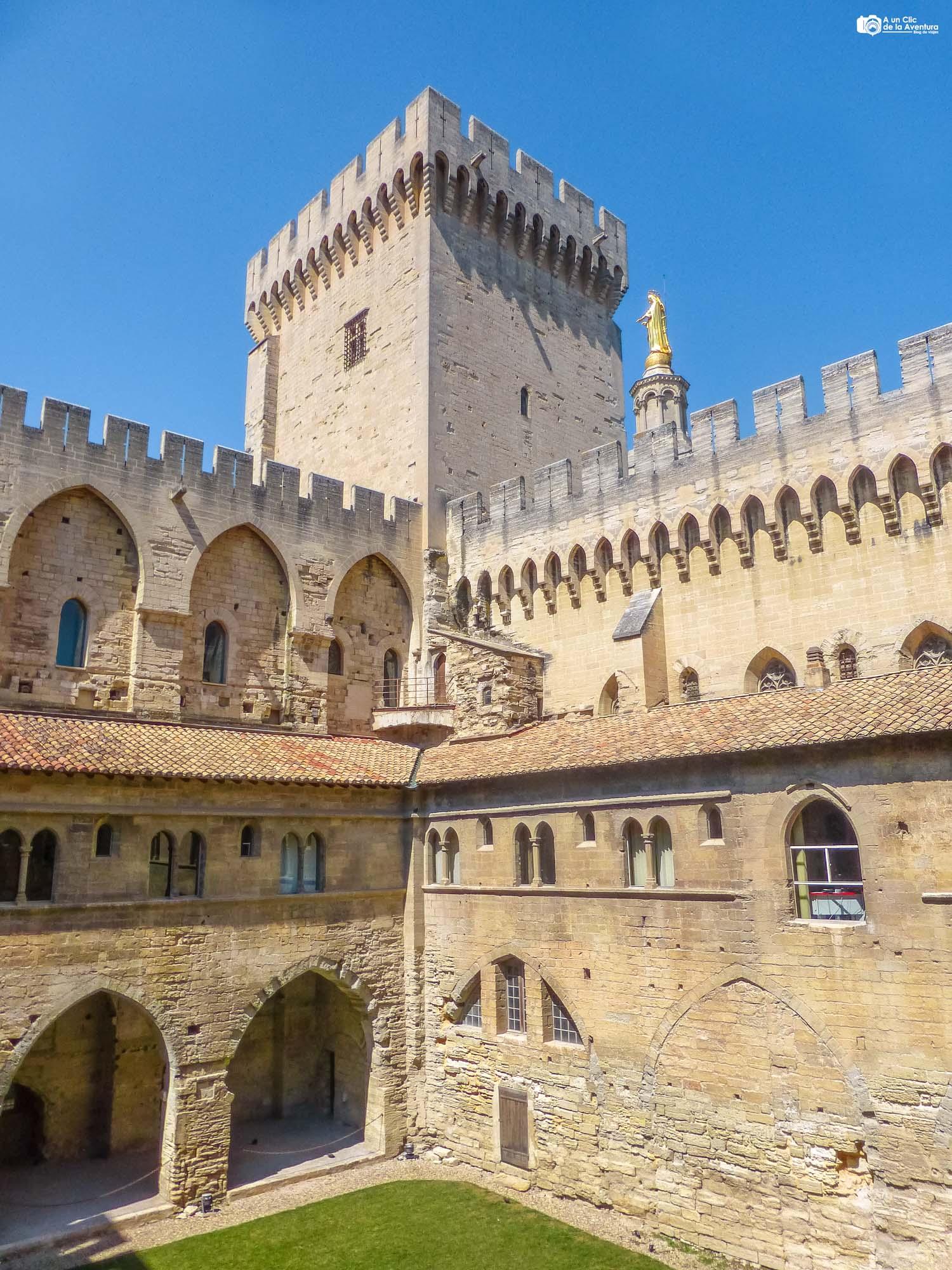 Interior del Palacio de los Papas de Aviñón
