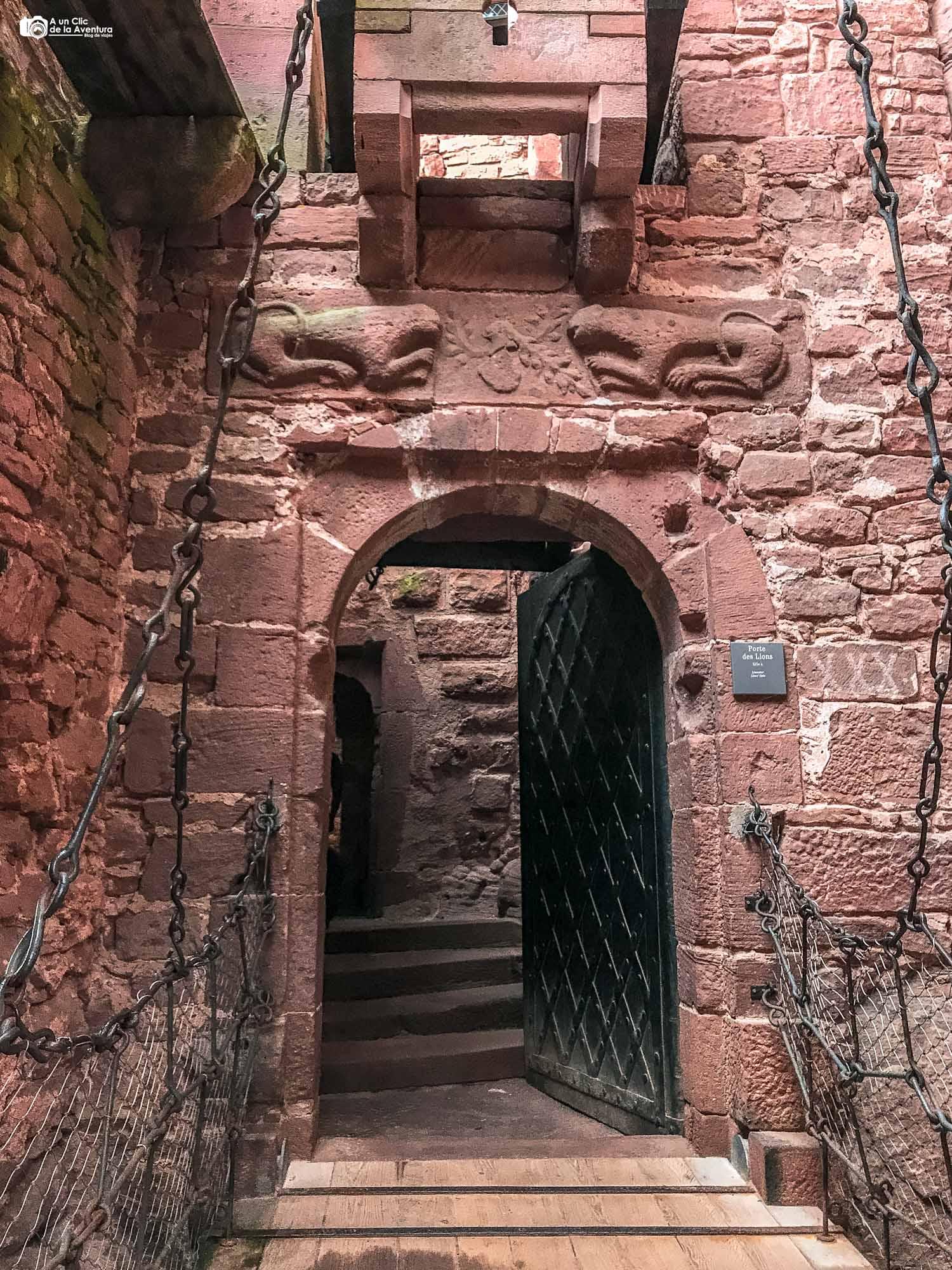 Puerta del León del Castillo de Haut-Koenigsbourg