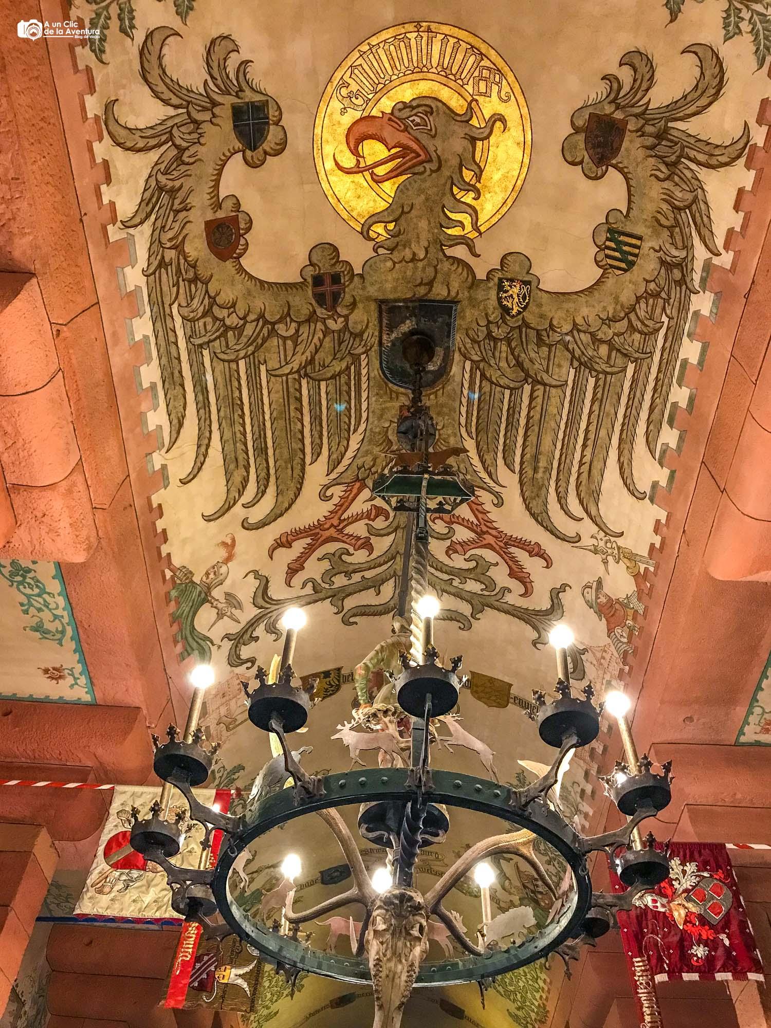 Águila del Salón del Káiser del Castillo de Haut-Koenigsbourg