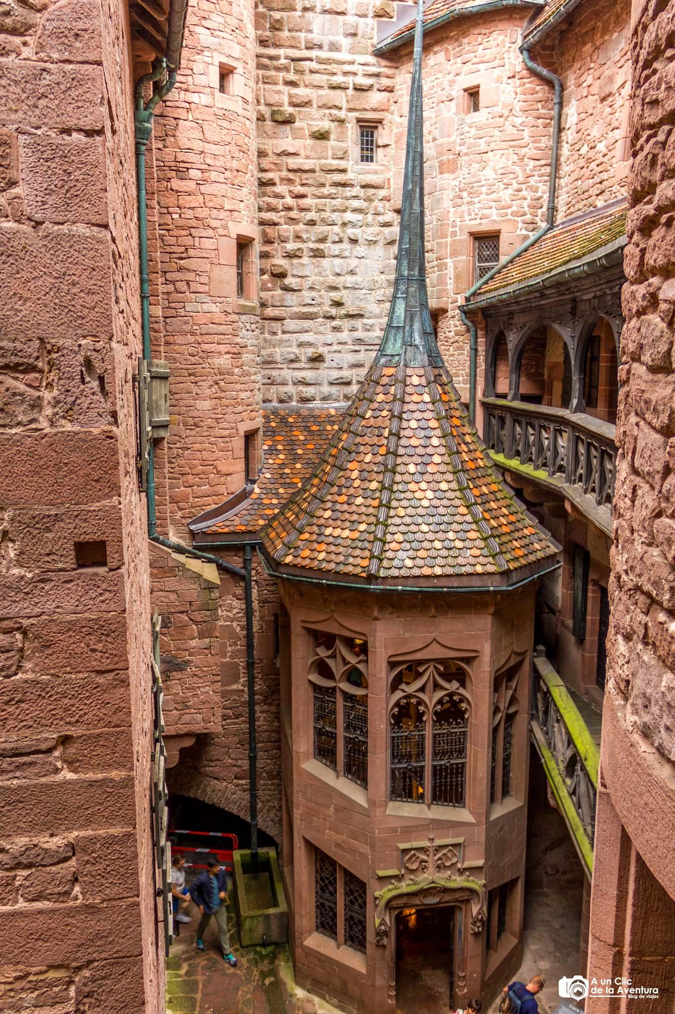 Torreón con escalera del Castillo de Haut-Koenigsbourg