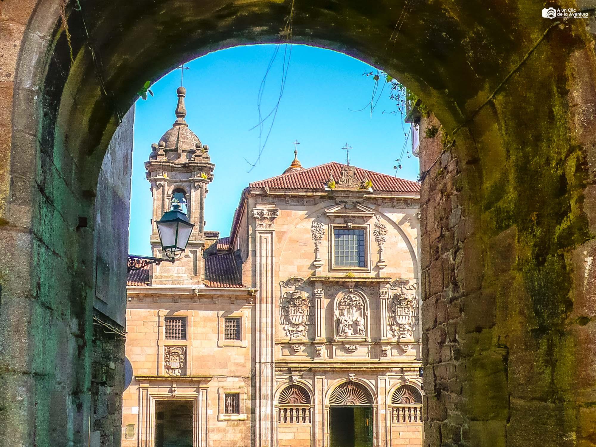 Arco de Mazarelos y Convento de Nuestra Señora de la Merced, Santiago de Compostela