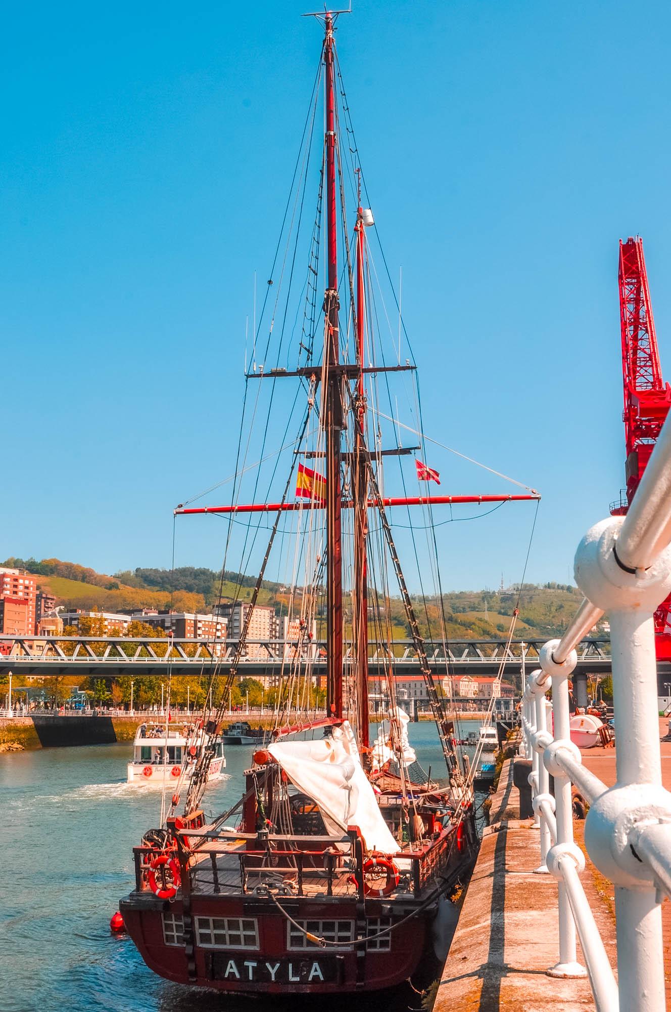 Barco escuela Atyla en Bilbao