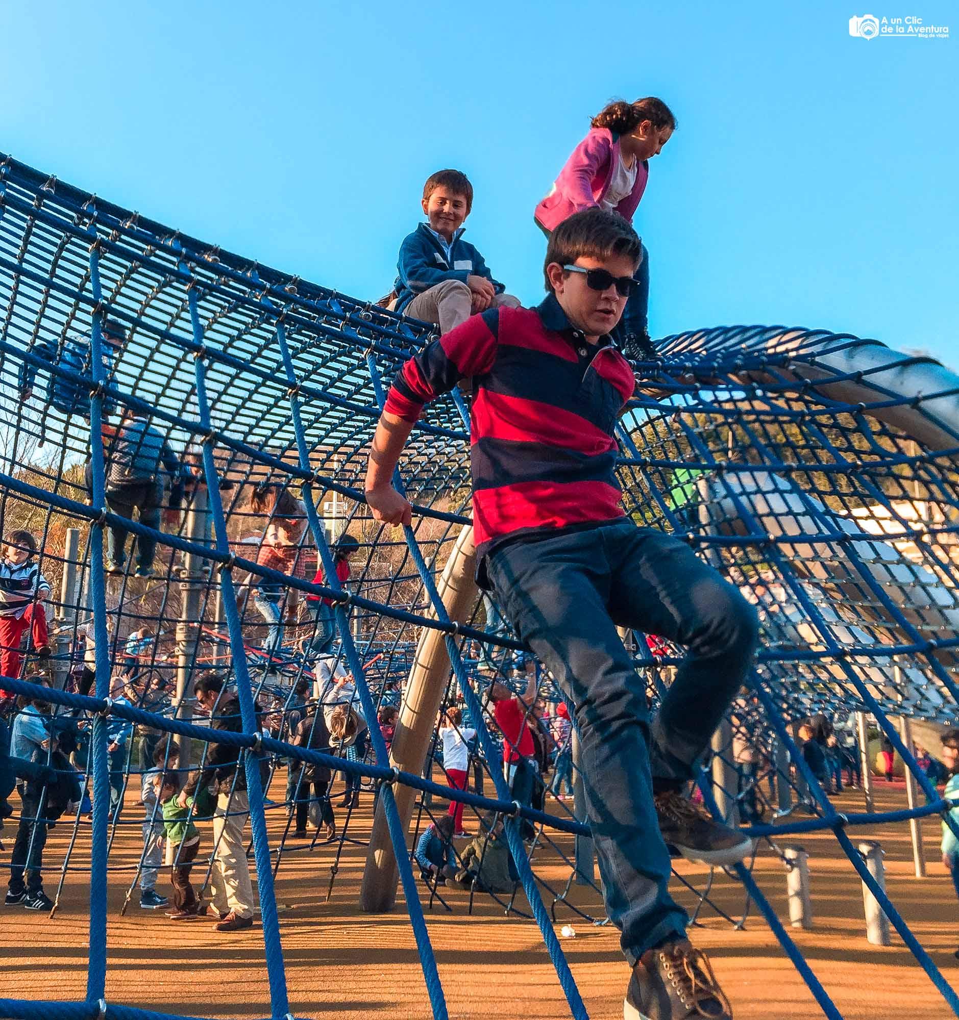 Parque infantil de la Campa de los Ingleses, Bilbao con niños