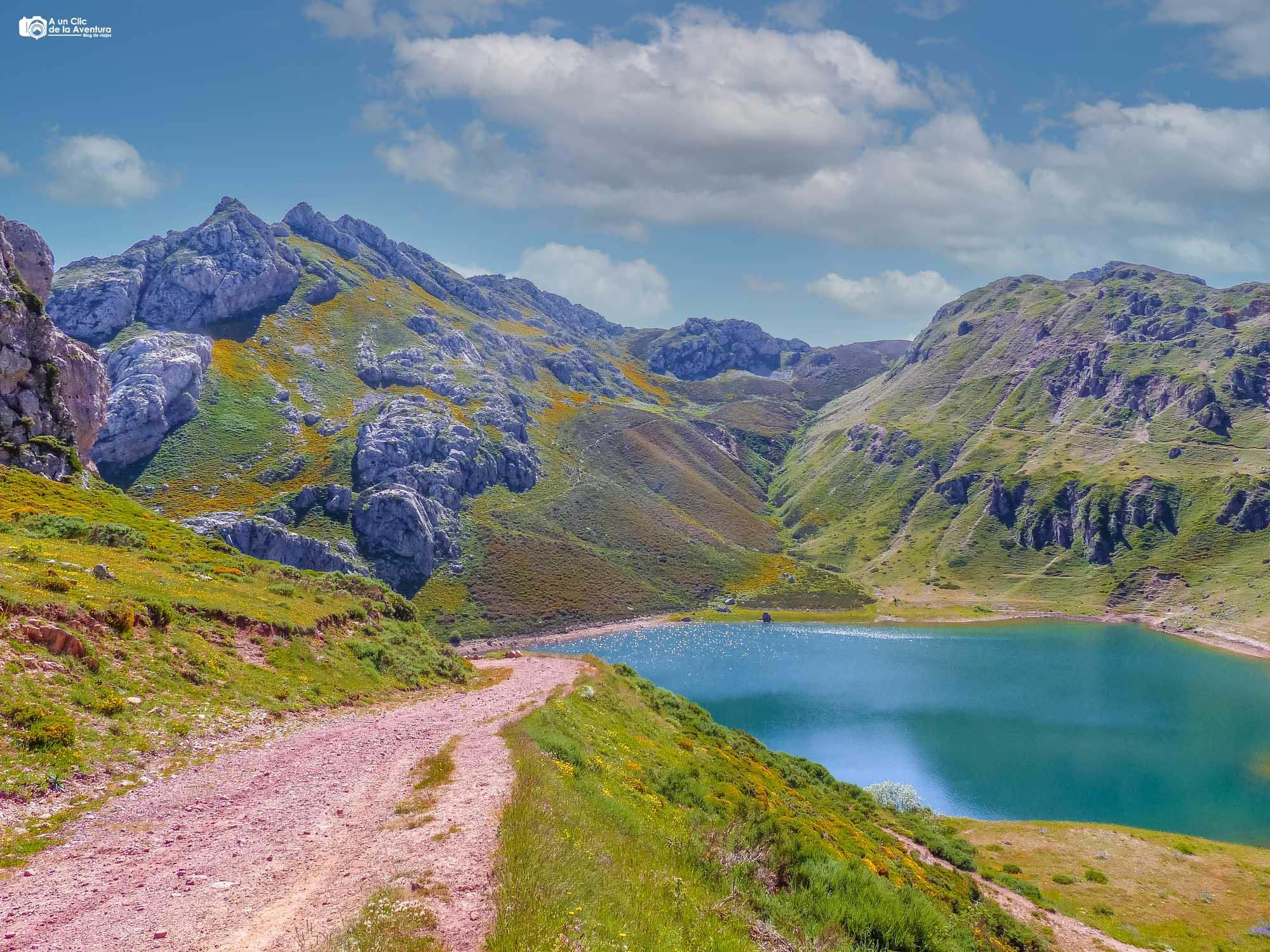 Lago de la Cueva ruta de los lagos de Saliencia