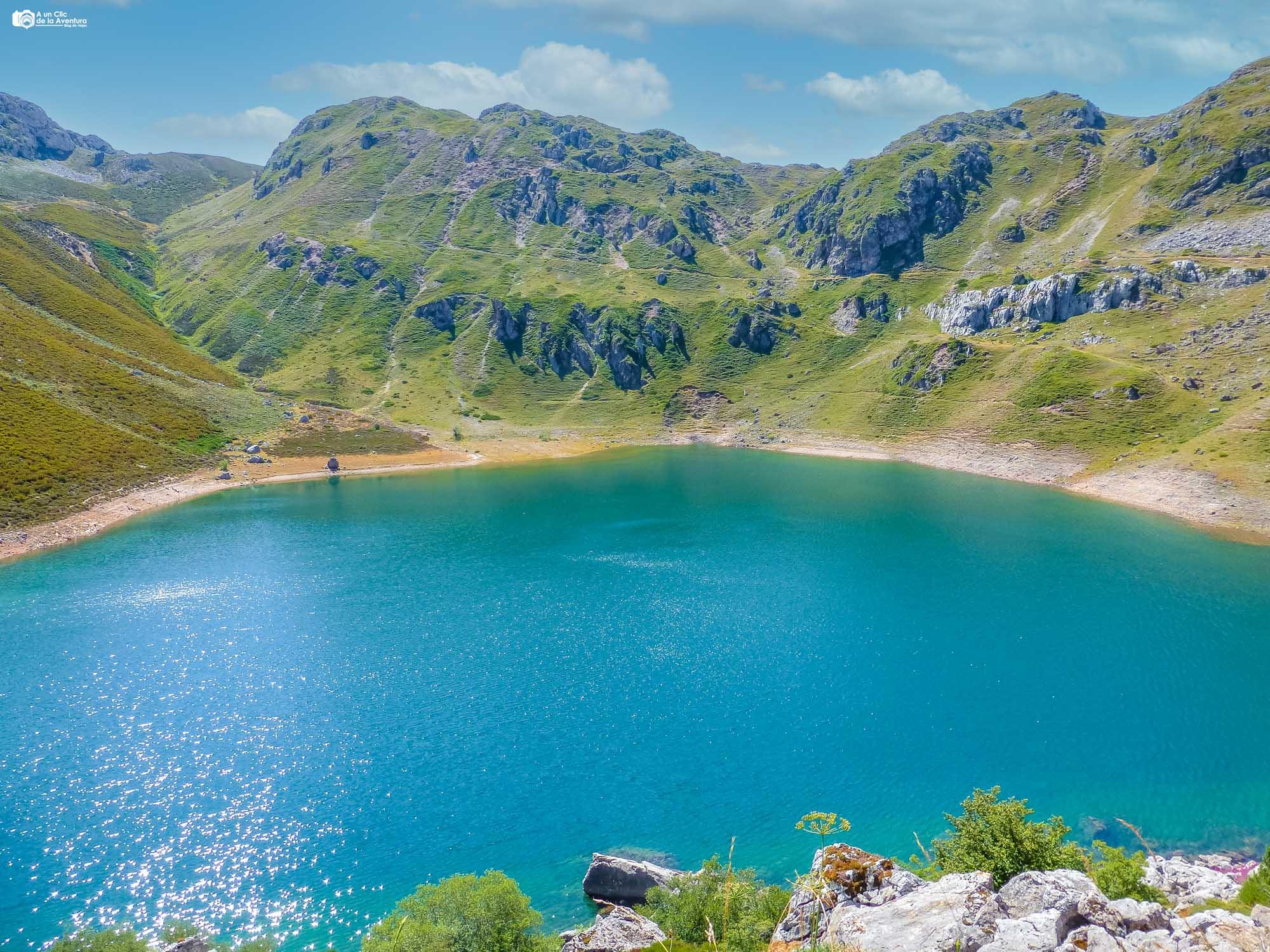 Lago de la Cueva desde el Mirador